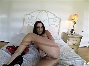 chesty dark-haired Dava's home video onanism