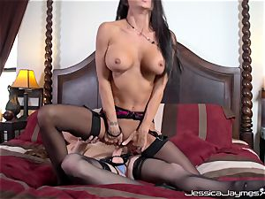 Jessica Jaymes and Allison Moore cootchie porking with string on