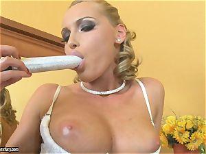 Kathia Nobili blonde dildoing her melon