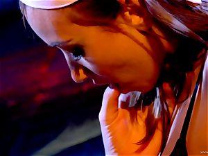 Sarah Vandella likes taunting Louisa Lanewoods humid slot
