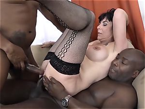 granny threeways with 2 black dudes pound dicks in facehole