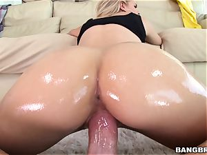 Jessa Rhodes is well-lubed up and ready to be plumbed