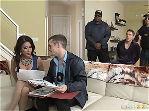 Criminals wife Jessica Jaymes smashed by a torrid cop