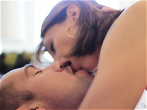 Eva lengthy wakes her man up with a mouth-watering ravage