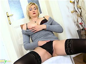 OldNanny ultra-kinky blonde Mature Evi Solo cooch playing