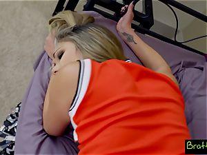 teen cheerleader ravages her stepbrother