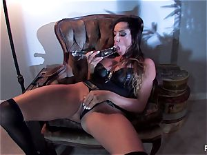 Ariella Ferrera pummels herself with a enormous glass toy
