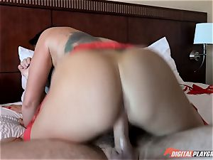 palace physician gets his lollipop into horny bruentte Romi Rain