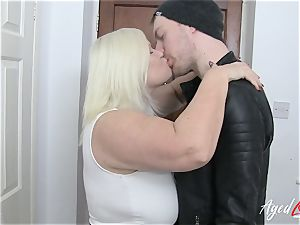 AgedLovE Lacey Starr tempts hardcore hook-up lover