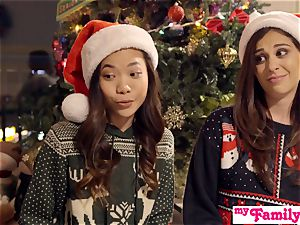Stepbro's Christmas threeway And sister creampie S5:E6