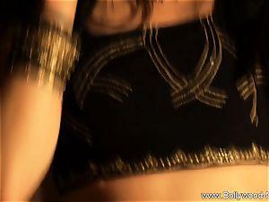 voluptuous Indian babe enjoys To Dance