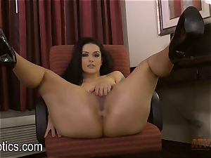 Katrina Jade bends over and gives you a demonstrate