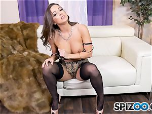 Solo getting off with ultra-kinky Abigail Mac