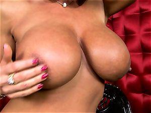 luxurious Lisa Ann reveals her large tastey funbags